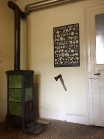 Holzofen in einer Küche